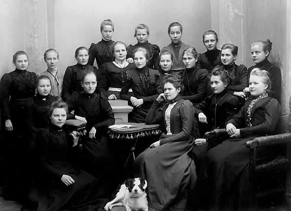 KOSKESTA VOIMAA - ARKI - KOULUNKÄYNTI TAMPEREELLA 1900-1918