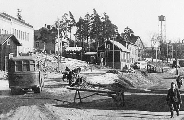 KOSKESTA VOIMAA  LIIKKUMINEN  AIKAKAUSI 1940 1960  KAUPUNGIN SISÄINEN JOUK